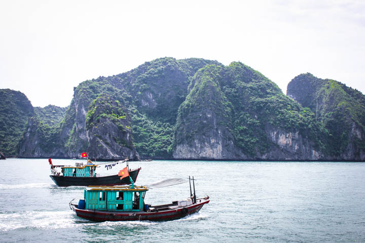 Halong_Bay_Party_Boat_3