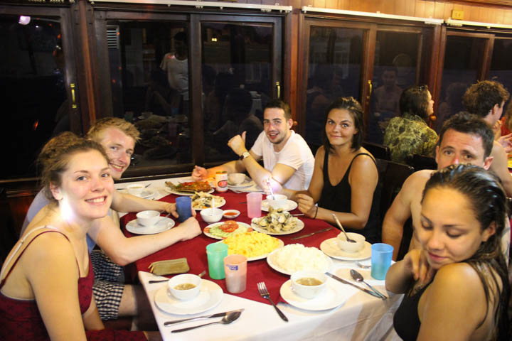 Halong_Bay_Party_Boat_Dinner
