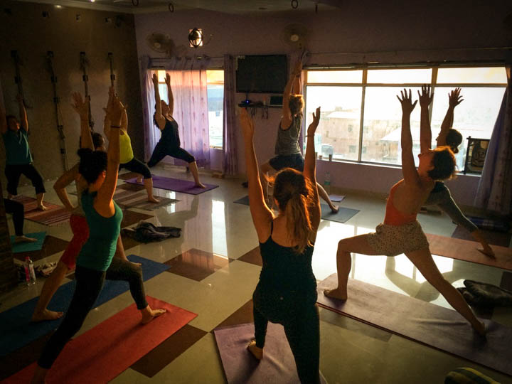 Rishikesh_Yoga_School_vinyasa