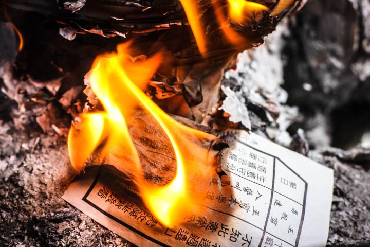 Melaka_Chinese_temple_Fortune_Burning